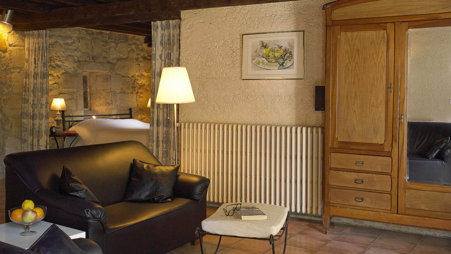 "Cottage ""Margaux"" (2 pers) the sitting room with satellite TV, DVD and audio set"