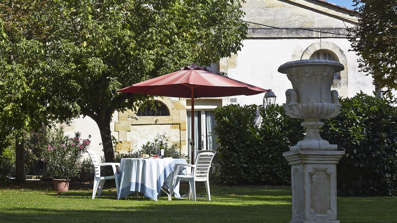 "Gite ""Sauternes"" (4 pers): The sunny terrace"
