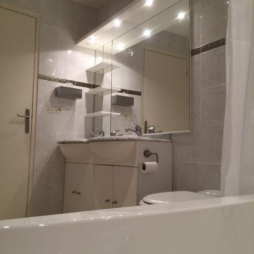 Sauternes the first bathroom with jacuzzi bath
