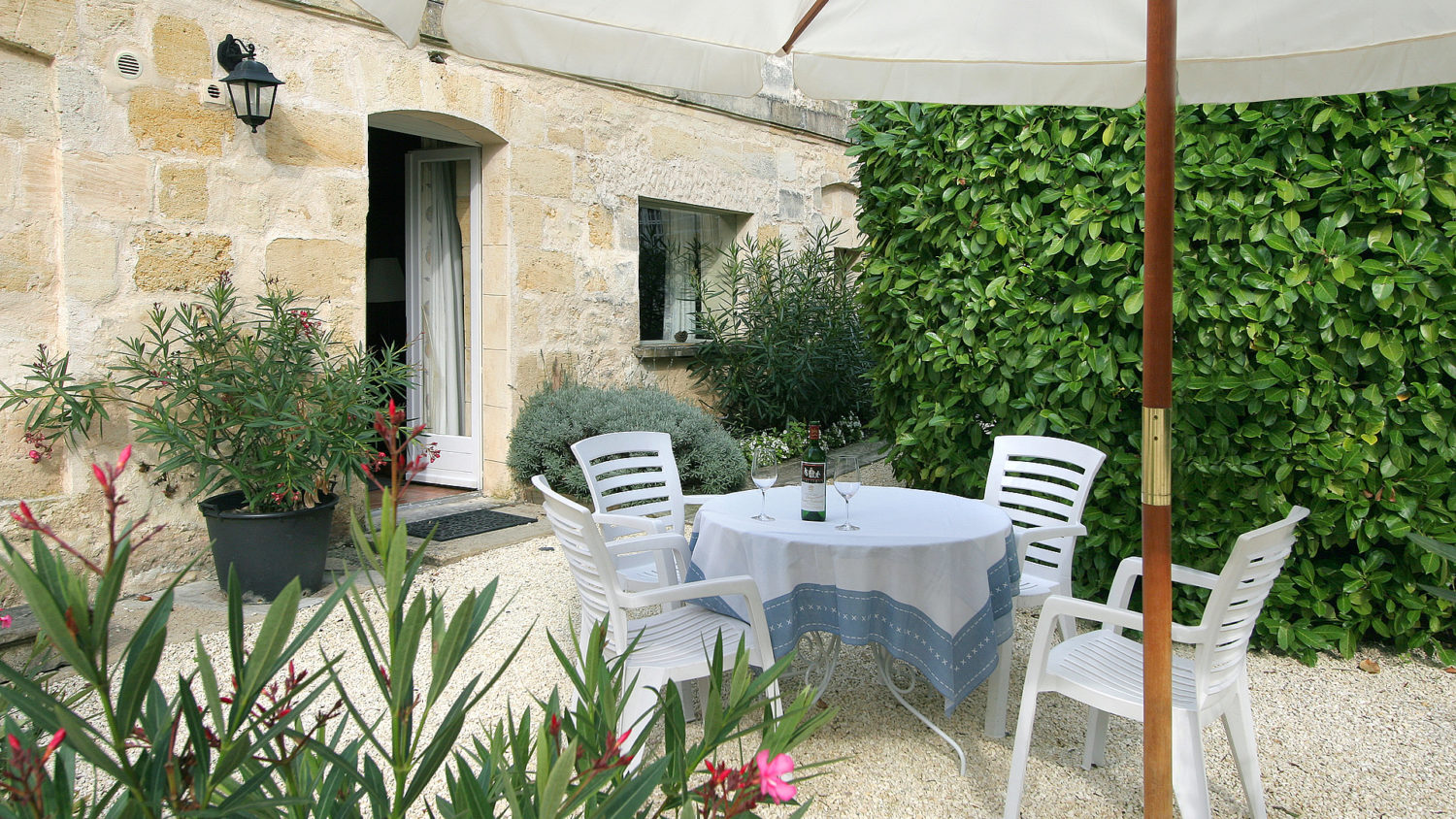 "Cottage ""Margaux"" (2 pers) The sunny terrace"