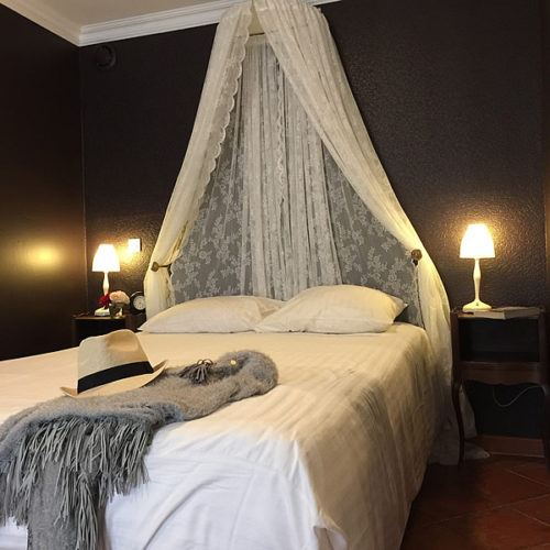 Sauternes has a separate and spacious air-conditioned bedroom
